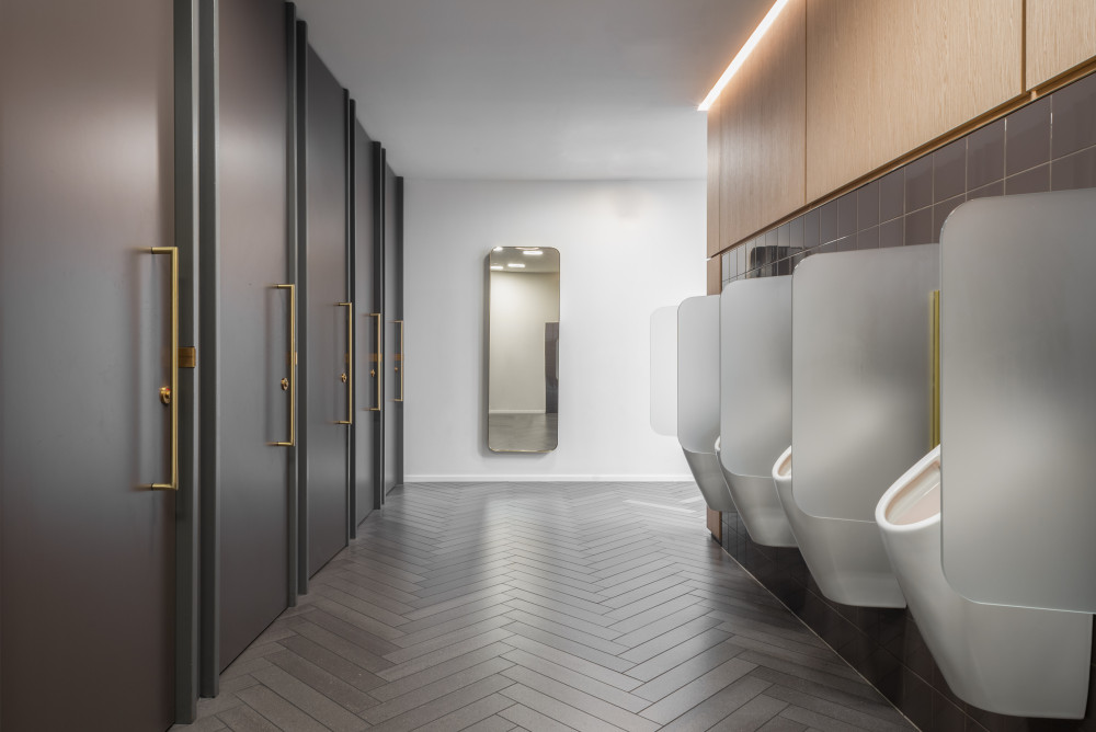 De Bijenkorf Amsterdam toilet urinal design