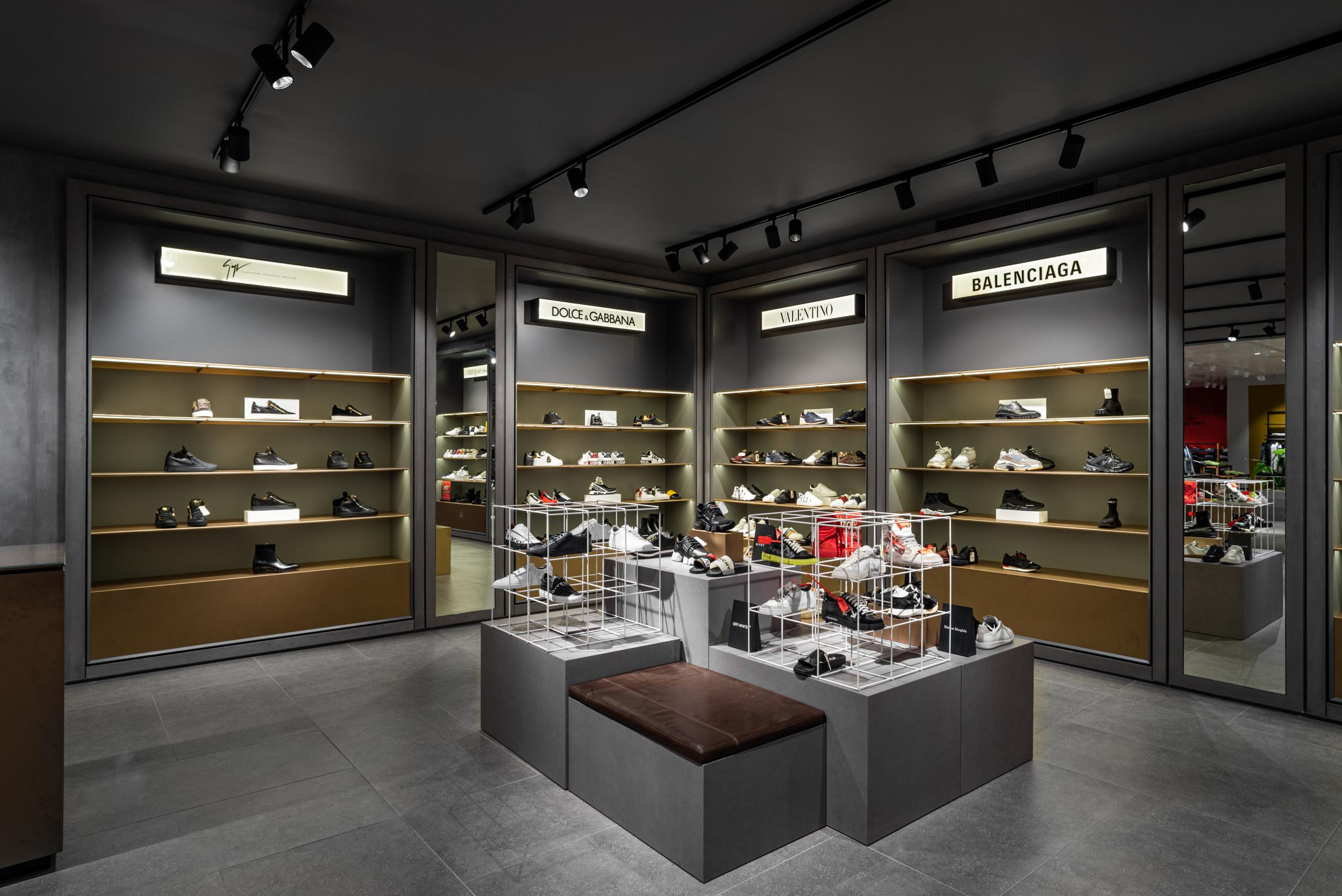 De Bijenkorf shoe department