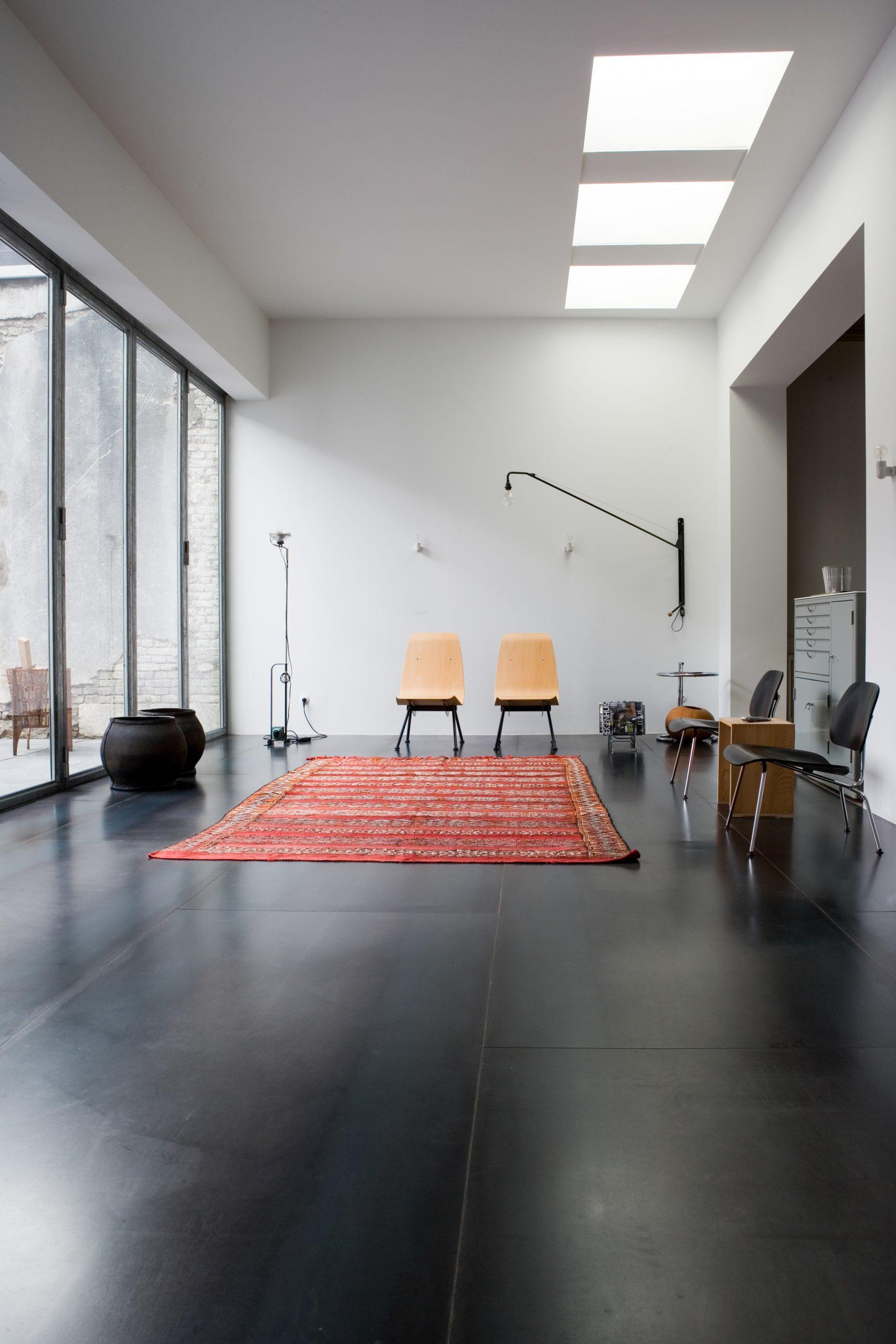 Rewriting history minimalistic room