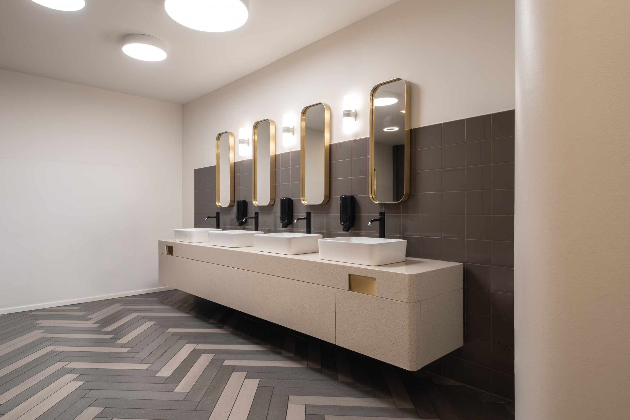 De Bijenkorf Toilets Amsterdam sinks