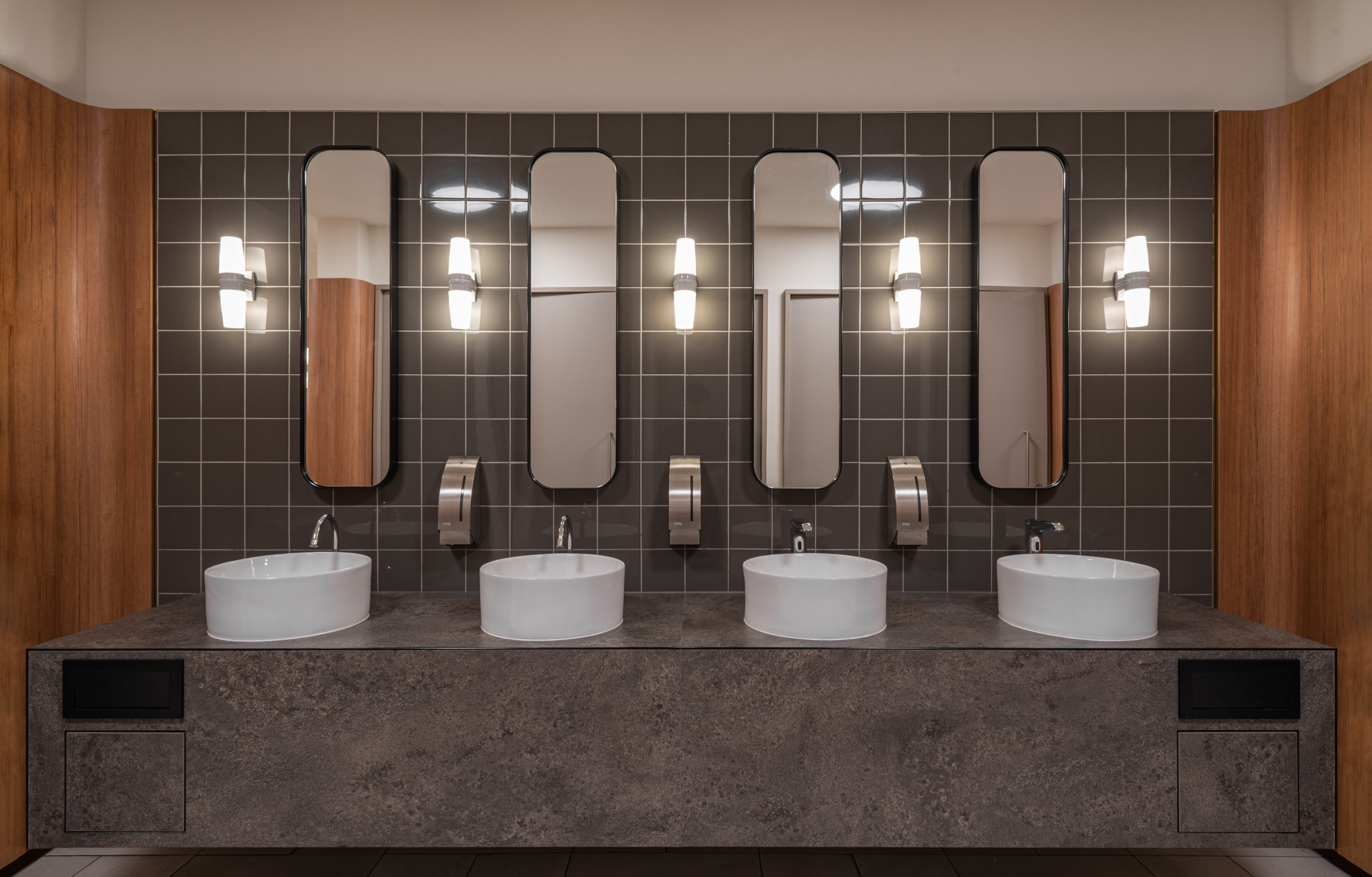 De Bijenkorf Rotterdam toilet sink design