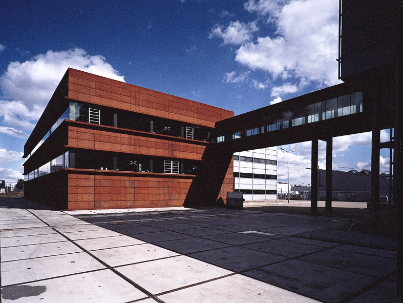 G-star headquarters building design with walk bridge