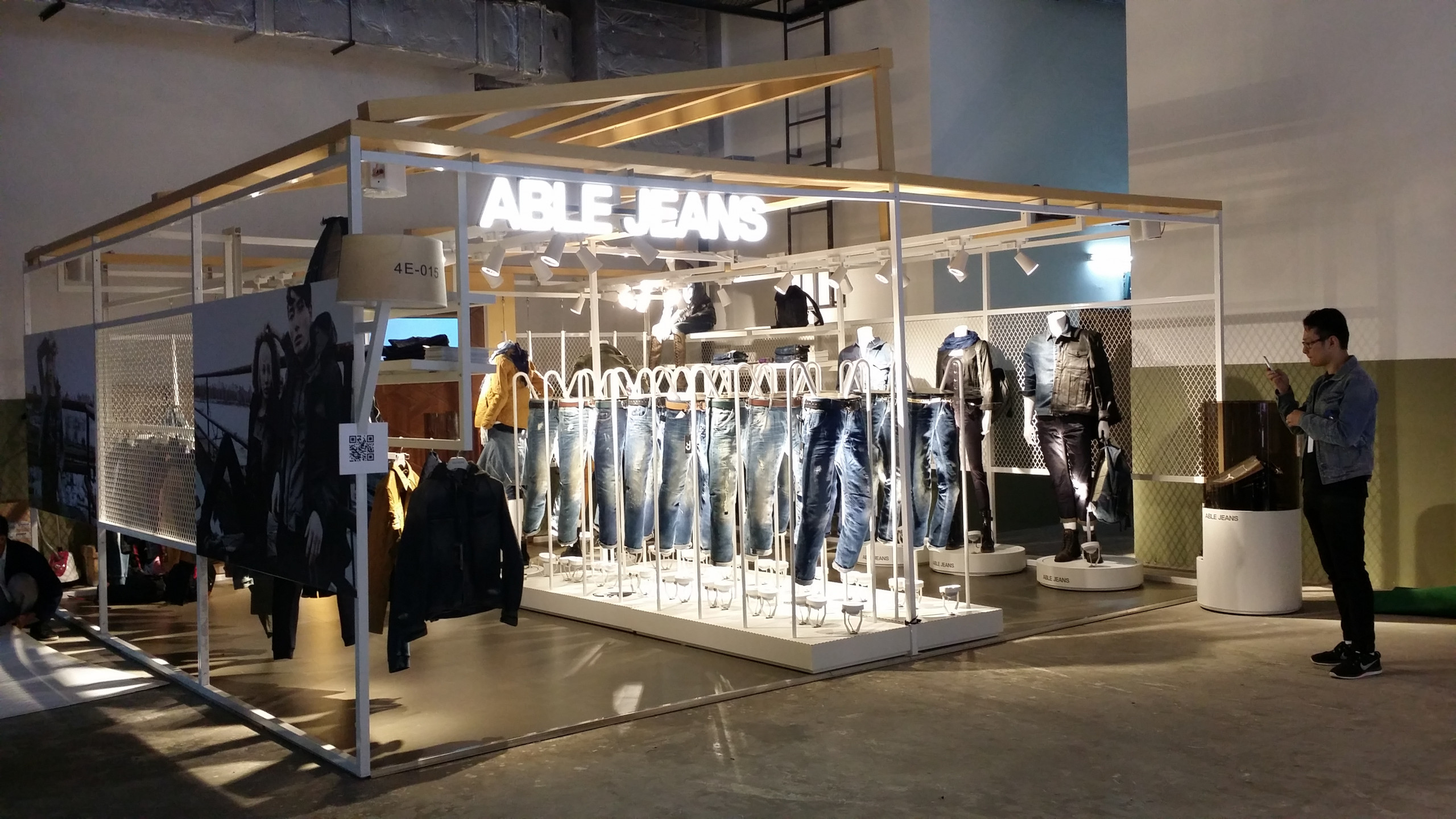 Able jeans pop-up Shanghai jeans display